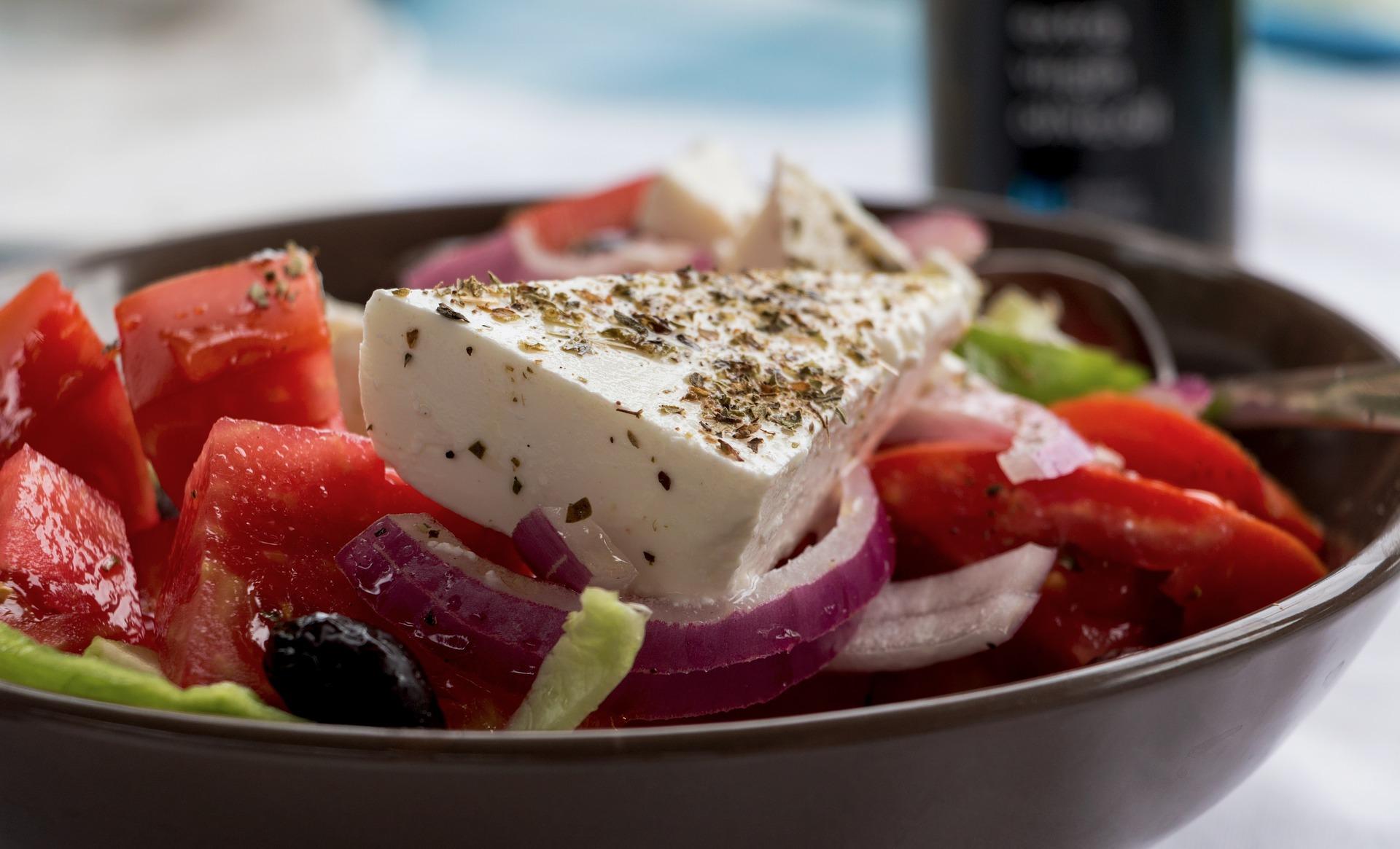 סלט יווני ירקות עם גבינה